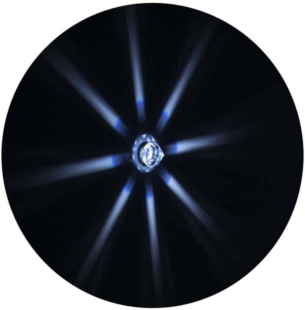 Лучи звездного неба на потолке хамама