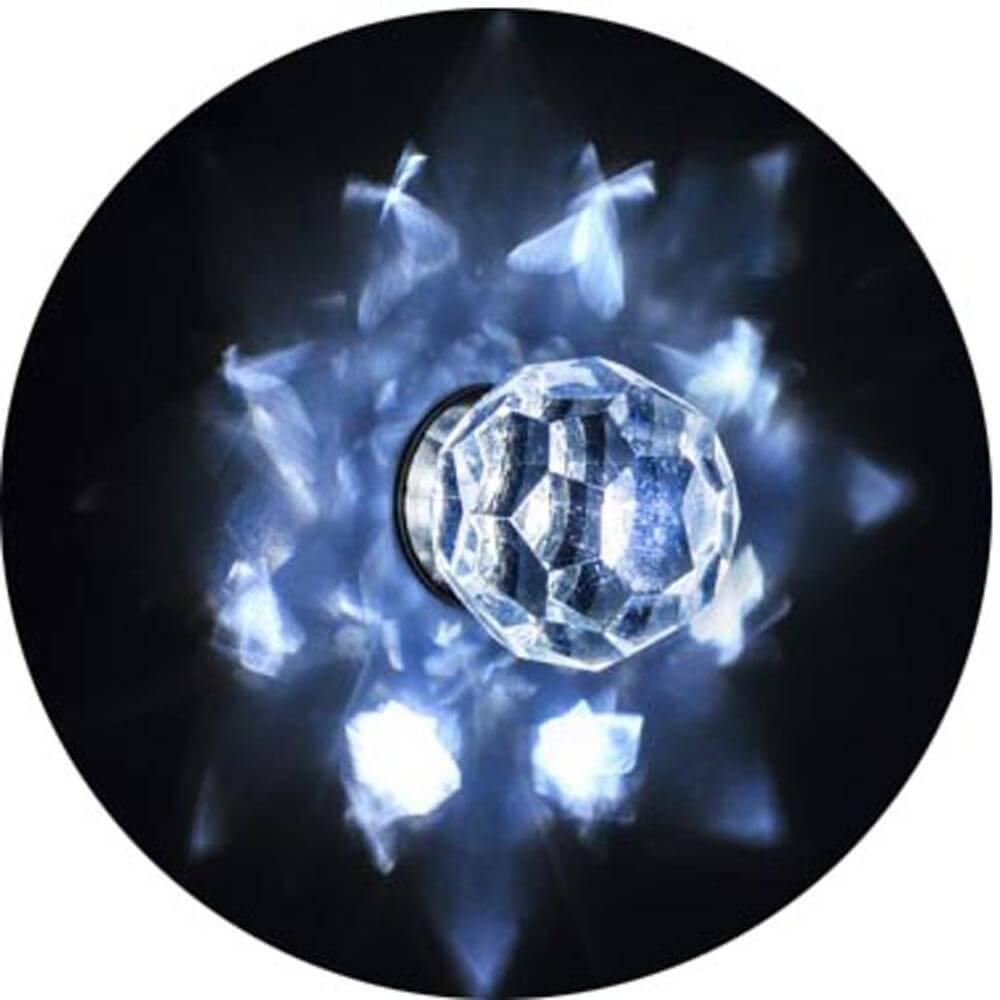 Лучи звездного неба на потолке хамама от хрустального рассеивателя - кристалла